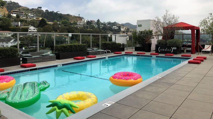 Piscina do Andaz West Hollywood