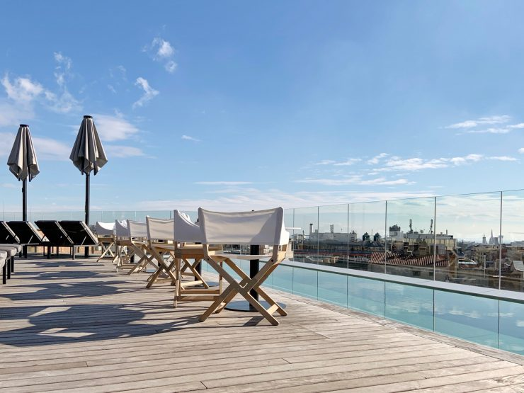 Piscina na cobertura do hotel The One, em Barcelona